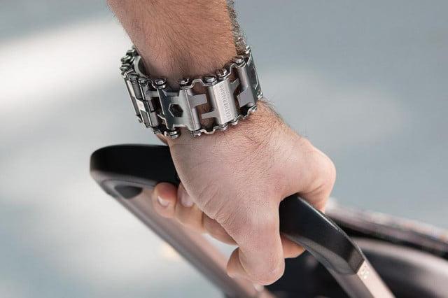 La banda de rodadura QM1 trae la hora (y la caja de herramientas) a tu muñeca
